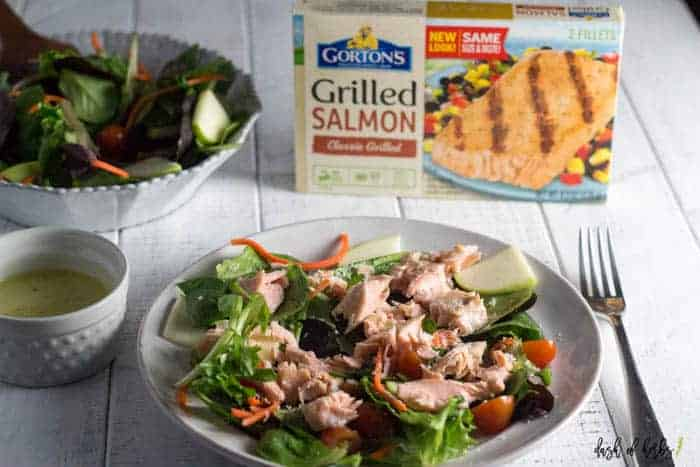 Grilled Salmon Salad with Lemon Vinaigrette Dressing